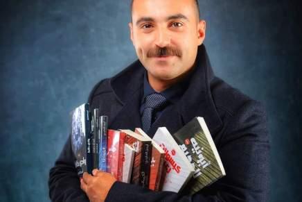 أيمن العايدي…. يضيف مذاق خاص لمعرضالكتاب